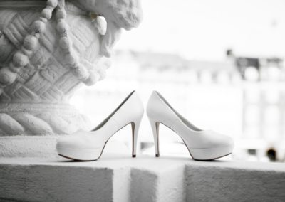 Before the ceremony: The bridal shoes – on the d'Angleterre balcony.