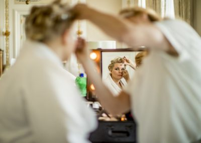 Before the ceremony: In the suite at d'Angleterre, makeup is being applied.