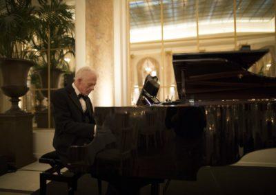 Dinner: Pianist Henrik Schouw.